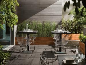 215460_terrasse-restaurant-carrelage-facile-entretien-schelfhout.jpg