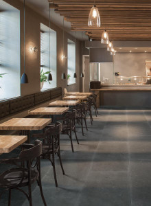 222081_inspirations-carrelage-commerces-restaurant-brasserie-carrelage-fonce-imitation-pierre-bleue-schelfhout.jpg