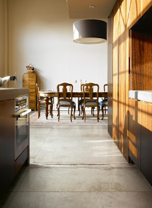 214033_inspirations-carrelage-cuisine-imitation-pierre-naturelle-denuance-eclat-moderne-caractere-gres-cerame-schelfhout.jpg
