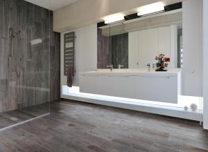 215305-215484_inspirations-carrelage-salle-de-bain-parquet-bois-douche-schelfhout.jpg