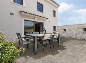221344_inspirations-carrelage-terrasse-exterieur-pierre-naturelle-gris-60x60cm-meme-carrelage-interieur-exterieur-schelfhout.jpg
