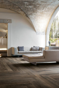222856_inspirations-carrelage-hotel-lobby-attente-imitation-parquet-gres-cerame-fonce-noir-schelfhout.jpg