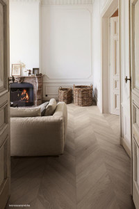 225847_inspirations-carrelage-sejour-salon-imitation-parquet-clair-chevron-schelfhout.jpg