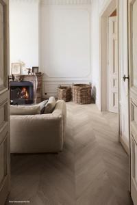 225847_inspirations-carrelage-sejour-salon-imitation-parquet-clair-chevron-schelfhout.jpg