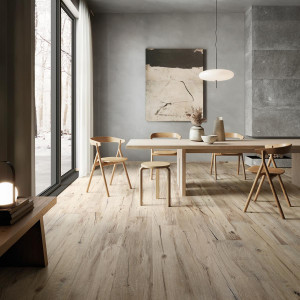 226939-226913_inspirations-carrelage-cuisine-imitation-parquet-ceramique-bois-au-sol-pierre-naturelle-au-mur-gris-schelfhout.jpg