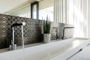 226377_inspirations-carrelage-salle-de-bain-20x20-geometrique-decor-motif-gris-chic-mosaique-carreaux-ciment-schelfhout.jpg