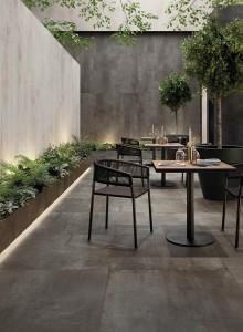 226383-inspirations-carrelage-commerces-hotel-restaurant-brasserie-industriel-metal-oxyde-gris-carrelage-xxl-schelfhout.jpg