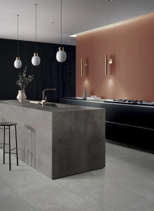 226916-226320_inspirations-carrelage-cuisine-imitation-pierre-naturelle-gres-cerame-melange-effet-metal-grand-format-carrelage-xxl-schelfhout.jpg