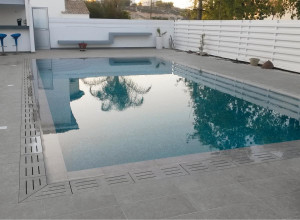 KR_bords-piscines-pieces-speciales-carrelages-beton-egouttoir-margelle-angle-schelfhout.jpg
