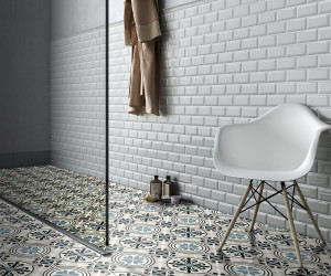 223648-220810_inspirations-carrelage-salle-de-bain-douche-imitation-carreaux-de-ciment-tons-bleus-carrealages-metro-blanc-rectangle-bords-biseau-schelfhout.jpg